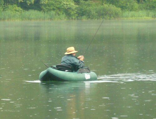 Pesca Lago di Braies con Belly Boat o Ciambella